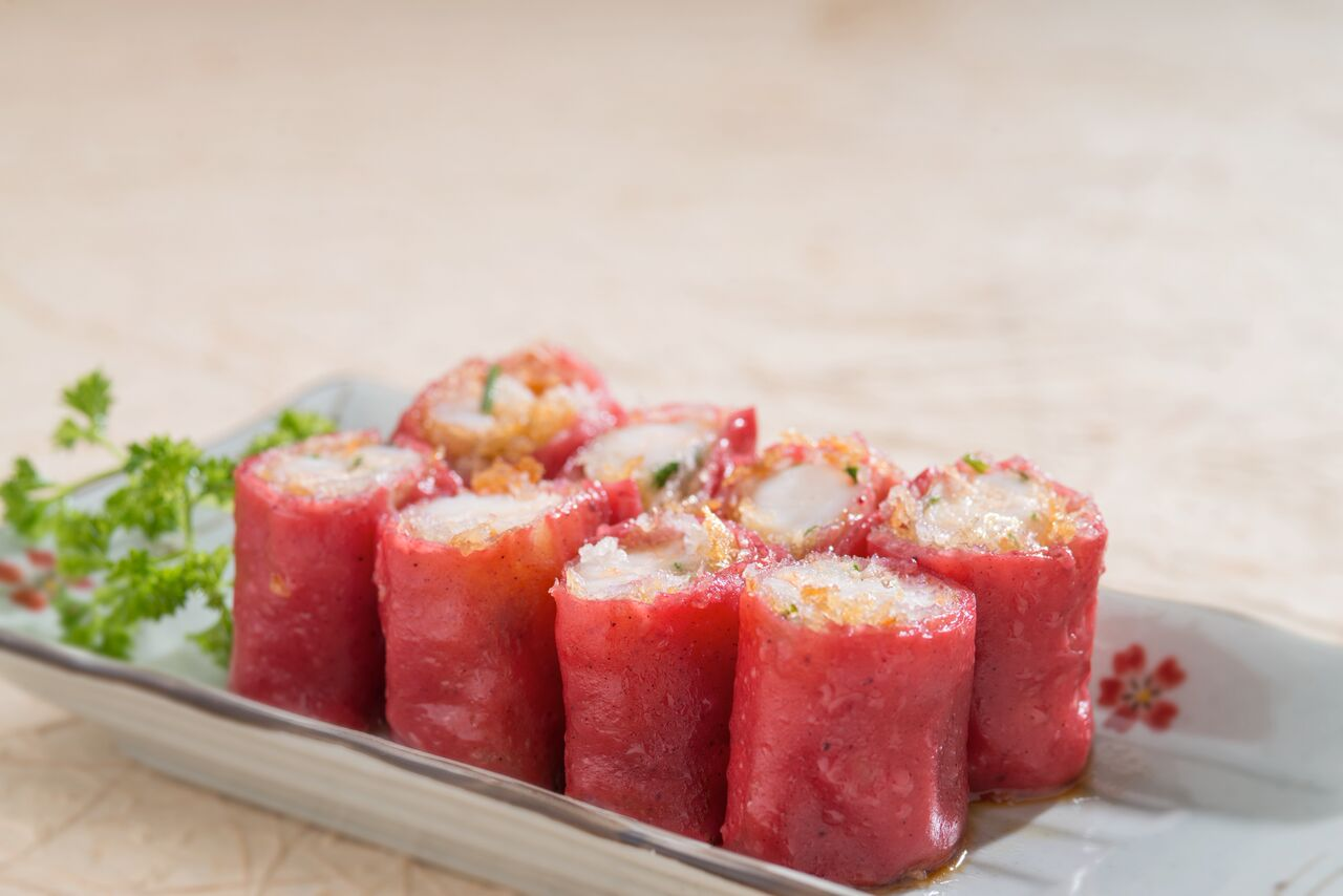 Crispy Shrimp with Red Rice Roll
