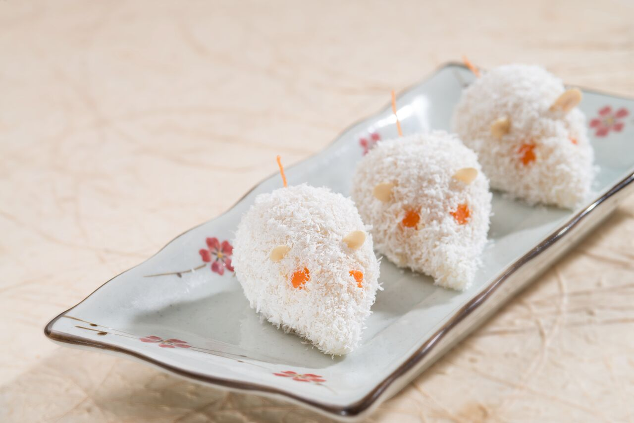 Glutinous Rice Ball in Coconut Flakes